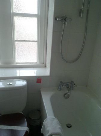 Letchworth, UK: Broadway Hotel - Bathroom