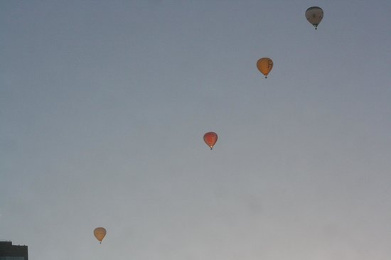 Causeway 353 Hotel: Balloons passing by on Sunday Morning