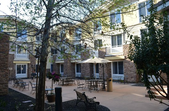 Homewood Suites Agoura Hills: Barbeque area