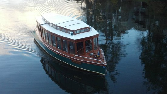 Lake Toxaway, Kuzey Carolina: Daily Champagne Cruise on Miss Lucy