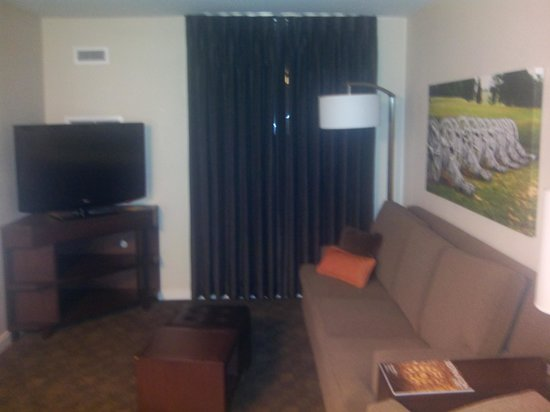 HYATT house Philadelphia/King of Prussia: Living area with 2nd TV