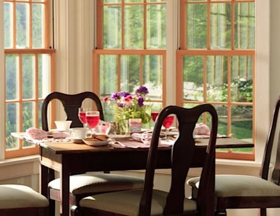Hillsdale, NY: Breakfast in the sunroom