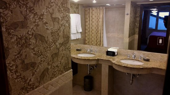 The Lodge at Vail, A RockResort: Exec suite bath