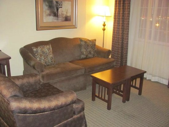 Staybridge Suites near Hamilton Place : Living area