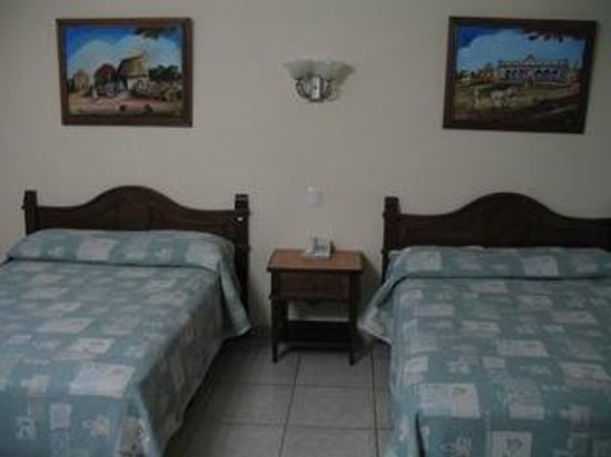 Hotel Santa Maria: Double beds with Mayan folk art paintings