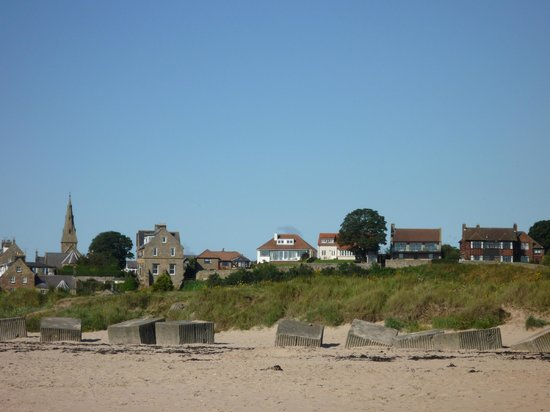 The Hope & Anchor: Alnmouth from the beach