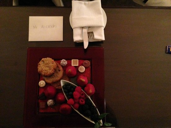 The Ritz-Carlton, Georgetown: Welcome gift in my room!