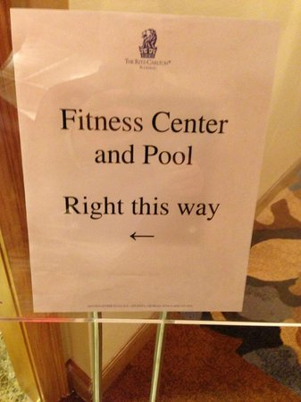 The Ritz-Carlton, Buckhead: Sign to indoor pool.