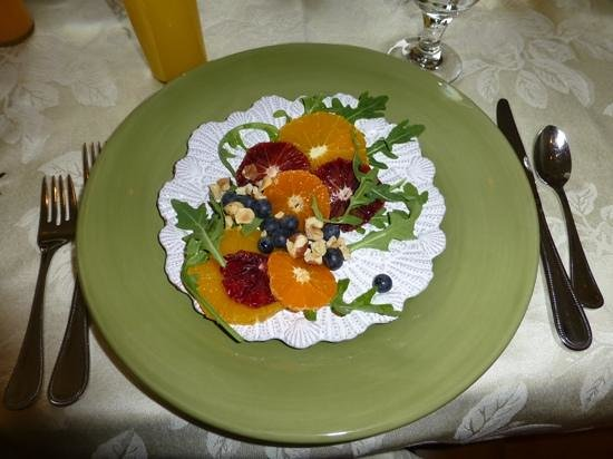 Colette's Bed and Breakfast Inn : first course - oranges, berries, nuts