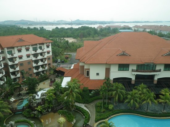 Holiday Inn Resort Batam: View of the pool from Balcony