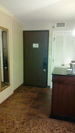 Hilton DFW Lakes Executive Conference Center: Room entrance