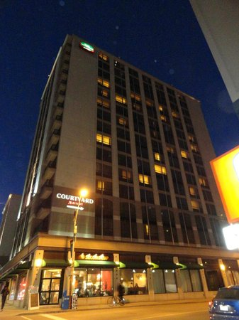 Courtyard by Marriott Toronto Downtown: Our home away from home