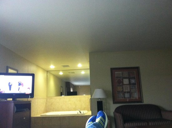 Holiday Inn Express Hotel & Suites Lewisburg: Pic from bed