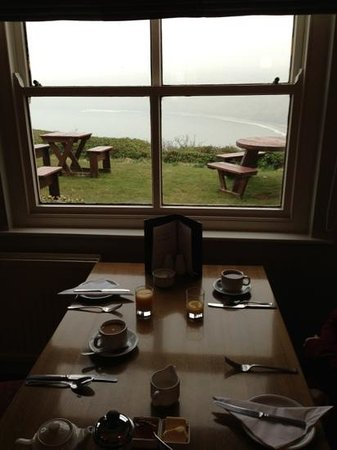 Runswick, UK: breakfast view-WHAT A WAY TO WAKE UP IN THE MORNINGS :-)