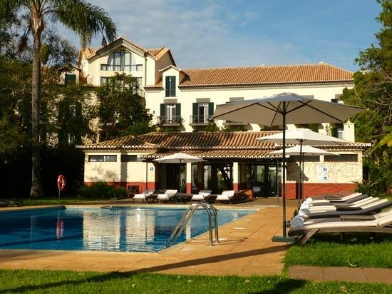 Quinta da Bela Vista: morning sun by the pool