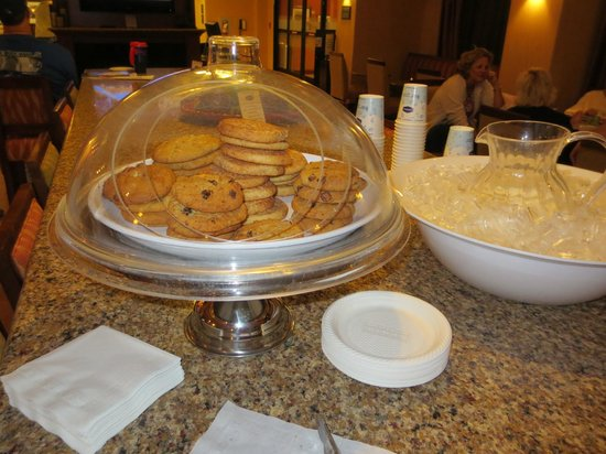 "Hampton Inn & Suites St. Louis/South I-55: Cookies & Milk ""Happy Hour"" - great for kids!"