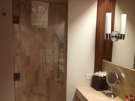 Costa d'Este Beach Resort: Shower