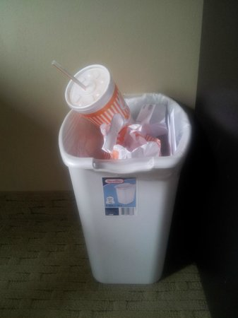 Casulo Hotel: Plastic Garbage Can with Sticker