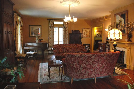 Ivy Lodge: common room