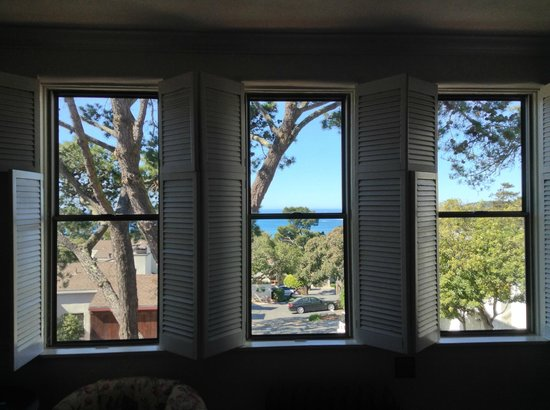 Pine Inn: View from Superior King room, showing the windows