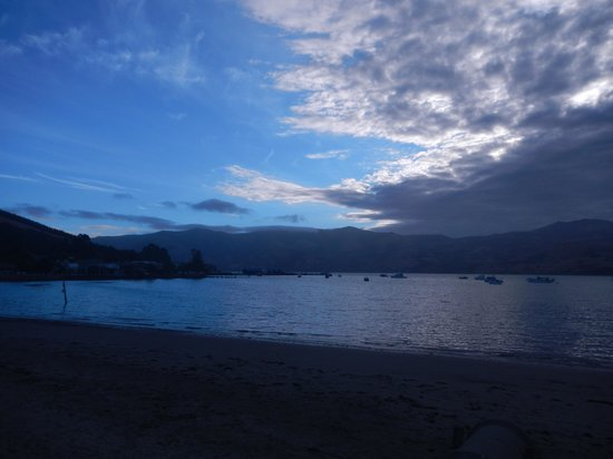 Akaroa Criterion Motel: Sunset at Akaroa