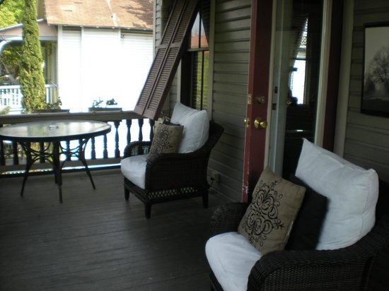 Peace and Plenty Inn: Our private balcony