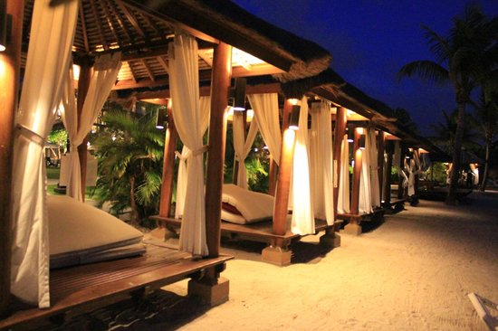 Sandals Grande St. Lucian Spa & Beach Resort: Private cabana's (extra cost to rent for a day)