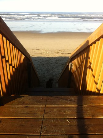 Deane&#39;s Oceanfront Lodge: Beach access