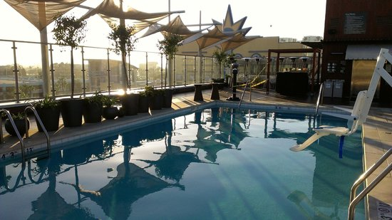 Hyatt The Pike Long Beach: Rooftop Pool!
