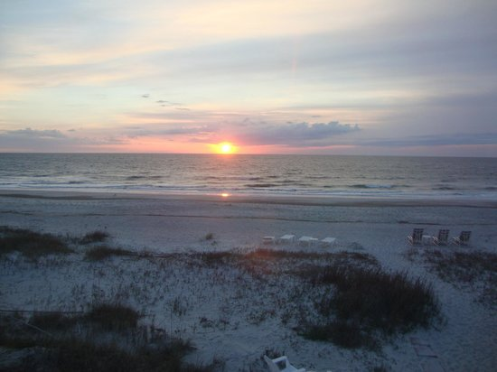 Amelia Oceanfront Bed & Breakfast: Sunrise from Sea-Clusion