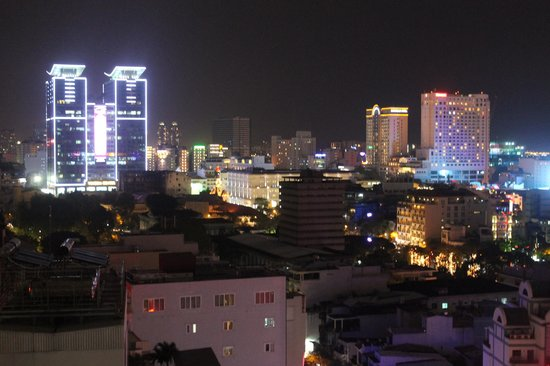 Golden Central Hotel: Night ViewTowards CBD, & Vincom Centre