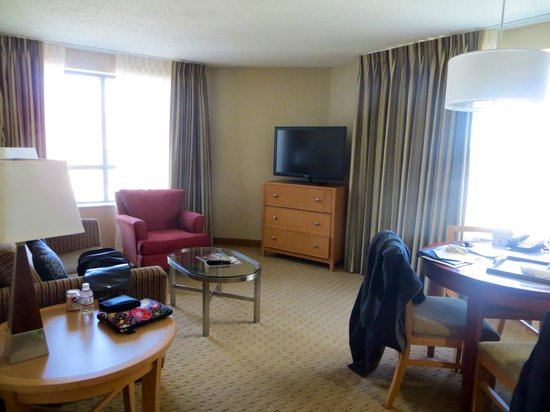 Embassy Suites Washington-Convention Center: Lounge Area Suite # 831