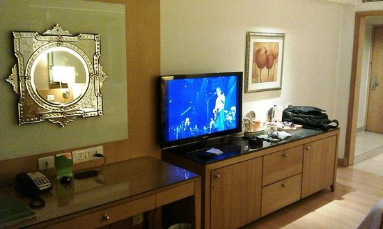 Courtyard by Marriott Chennai : View of the TV in the Deluxe Room 