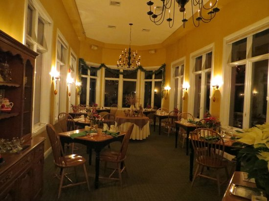 Stone Hill Inn: Dining Room