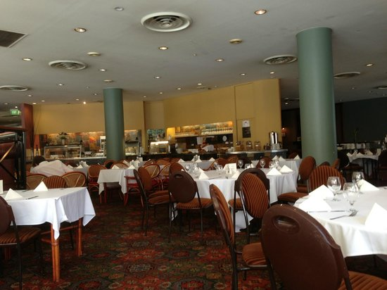 Kings Perth Hotel: Dated?? But clean and a great place to eat.