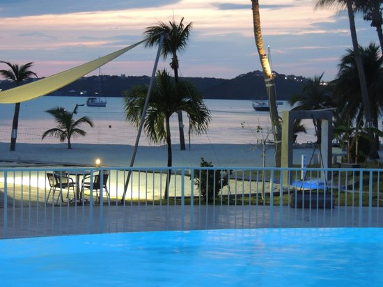 Mercure St Martin and Marina: La piscine en fin de journée