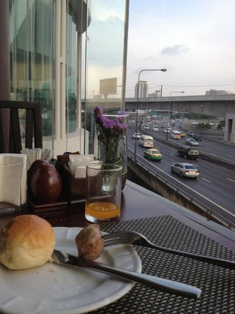 Eastin Hotel Makkasan: View from the Dinning Hall