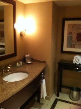 Ameristar Casino Hotel Kansas City: Vanity area