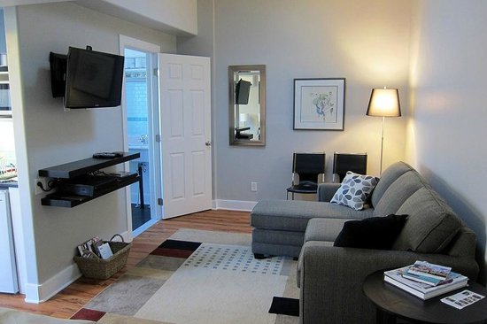 Merrickville, Canada: Back Suite with Pull Out Sofa