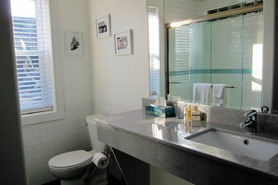 Merrickville, Canada: Back Suite Bathroom