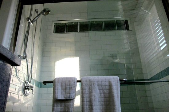 Merrickville, Kanada: Deluxe Shower in both Suites