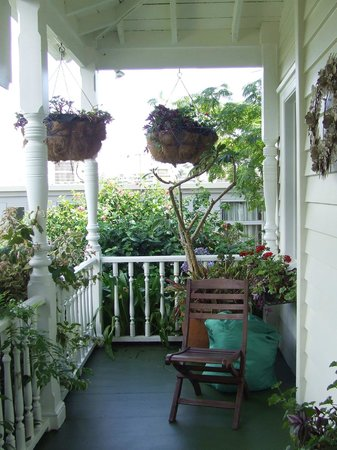 Peace and Plenty Inn: The veranda