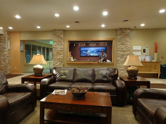 Shadow Ridge Resort: The hotel lobby