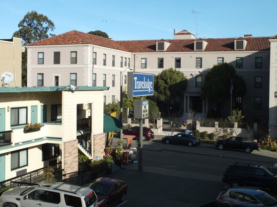 San Francisco at The Presidio Travelodge: The hotel car park..