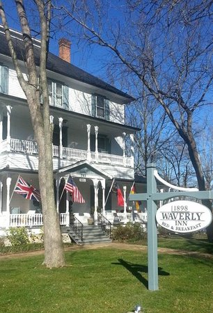 1898 Waverly Inn: Waverly Inn front of house