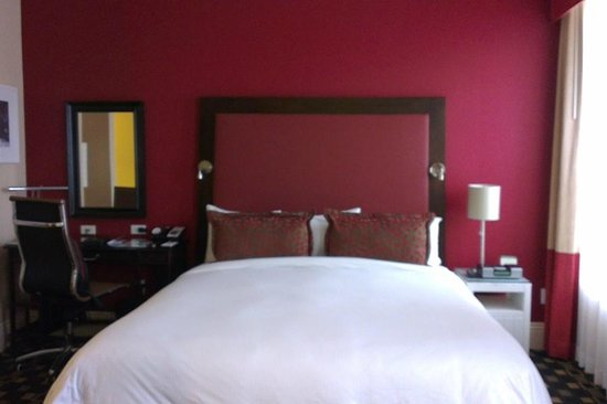 Hotel Shattuck Plaza: Corner room on 2nd floor