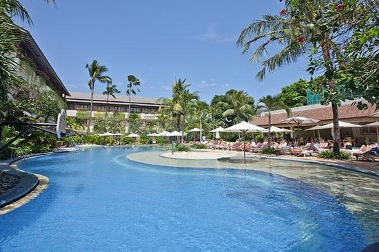 The Breezes Bali Resort & Spa: The Breezes Bali Beach Pool Area