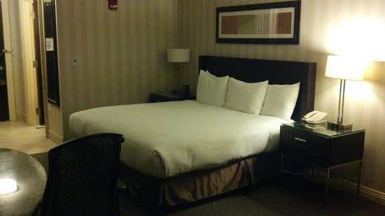 Hilton Columbus/Polaris: Bed
