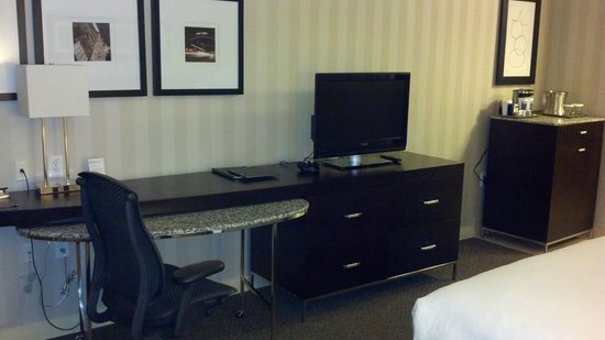 Hilton Columbus/Polaris: Desk