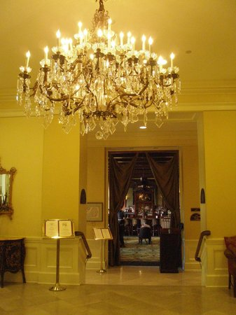 The Mills House Wyndham Grand Hotel: Entry to Barbados Dining room